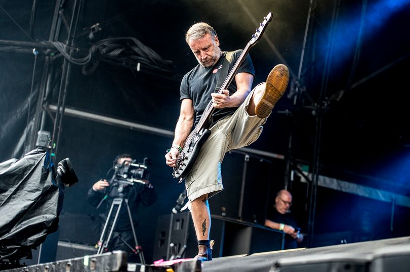 Peter Hook: al que madruga…