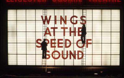 Los secretos de la tapa de Wings At The Speed Of Sound