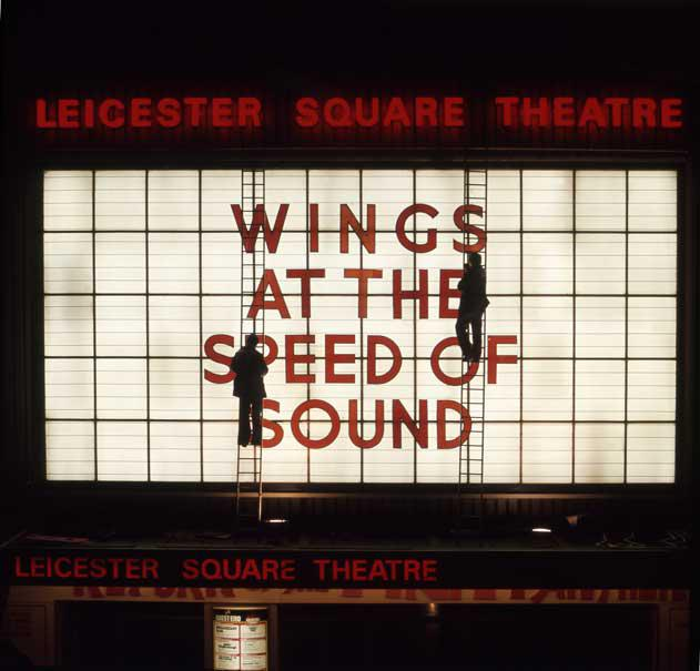 Los secretos de la tapa de Wings At The Speed Of Sound